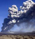 Aschewolke über Vulkan